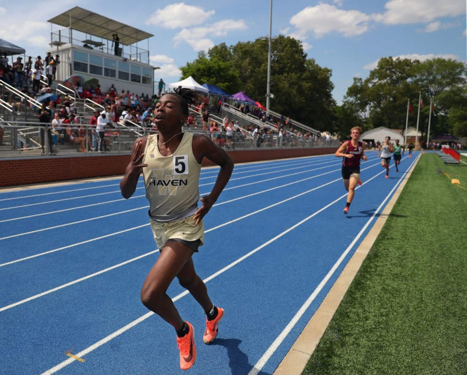 <strong>Whitehaven's Lennie Mitchell competes in the men's 800 meter race at Bartlett High School May 15, 2021.</strong> (Patrick Lantrip/Daily Memphian)