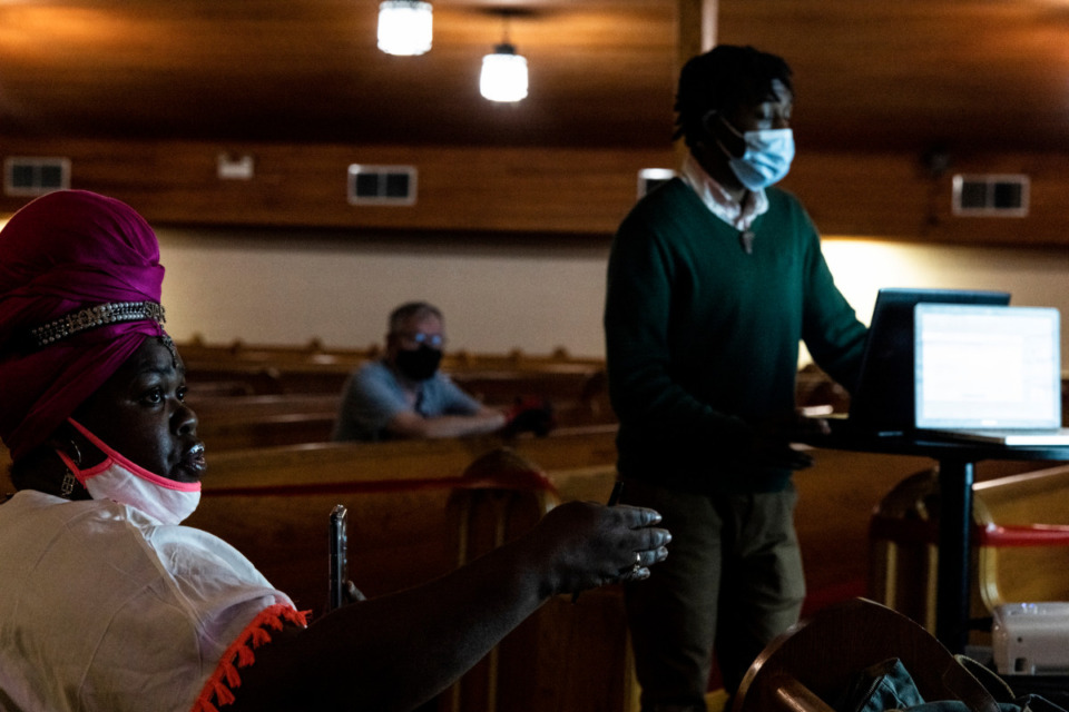 <strong>Shannon Washington, left, asks a question during the Center for Transforming Communities Tenant Rights Workshop.</strong> (Brad Vest/Special to The Daily Memphian)