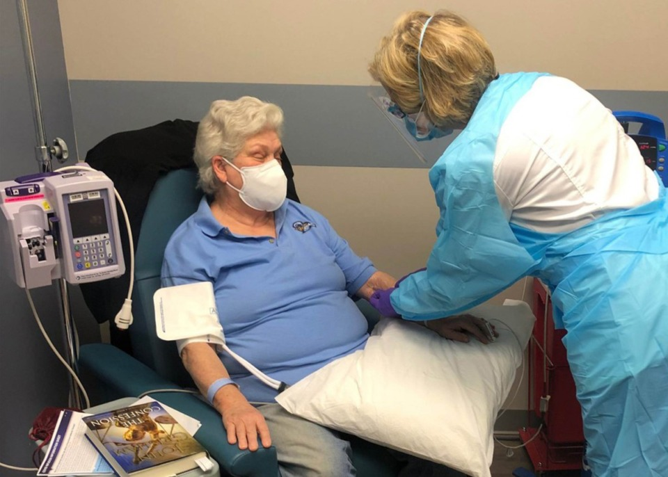 <strong>Baptist Memorial Hospital-Memphis nurse Kim Russell administers the monoclonal antibody treatment to Kitty King on Jan. 20.</strong> (Submitted)