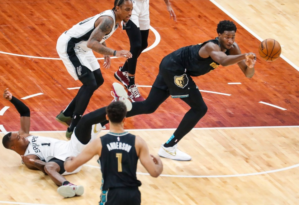 <strong>Grizzlies forward Jaren Jackson Jr. (right) makes a pass after grabbing a loose ball away from San Antonio on May 19 at FedExForum.</strong> (Mark Weber/The Daily Memphian)