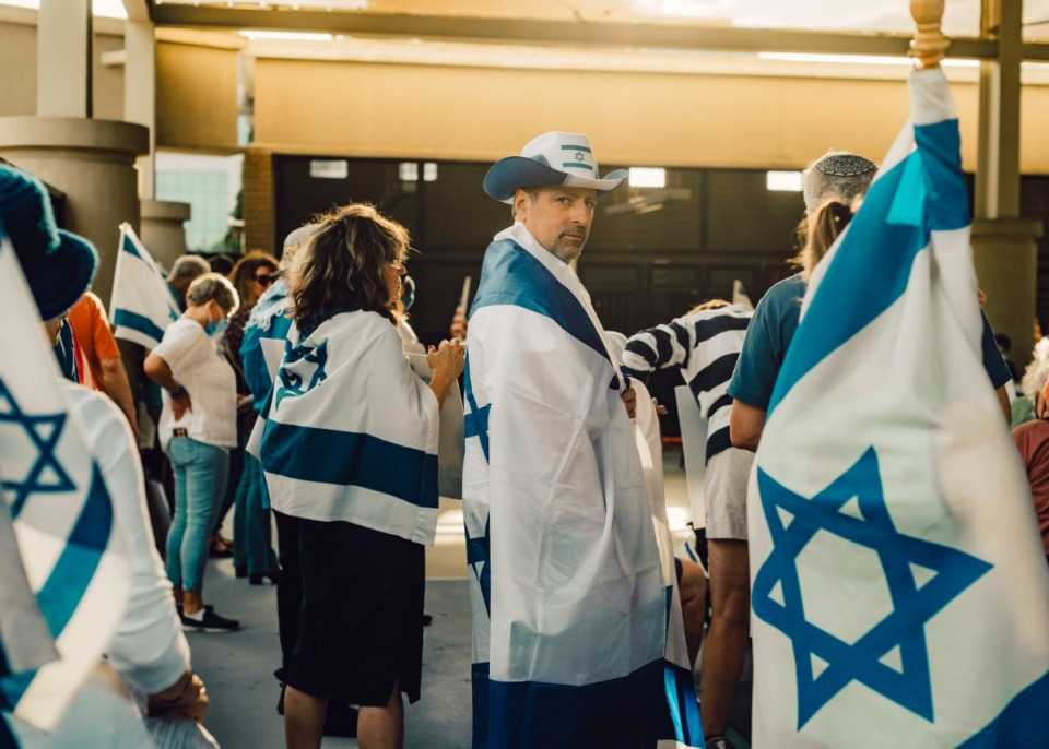 <strong>Supporters show solidarity with Israel at the Memphis Jewish Community Center on Wednesday, May 19.</strong> (Houston Cofield/Special to The Daily Memphian)