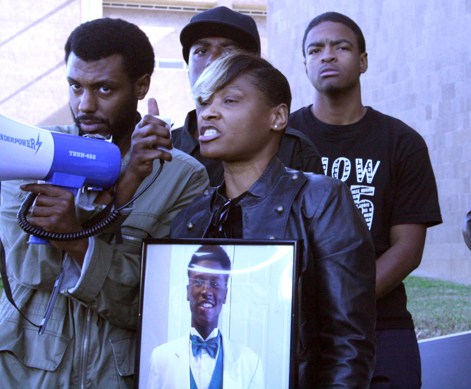 <strong>Darrius Stewart's mother, Mary Stewart, speaks to protesters outside the Criminal Justice Center Nov. 11, 2015, about her son's fatal shooting by Memphis Police officer Connor Schilling.&nbsp;</strong>(Daily Memphian file)