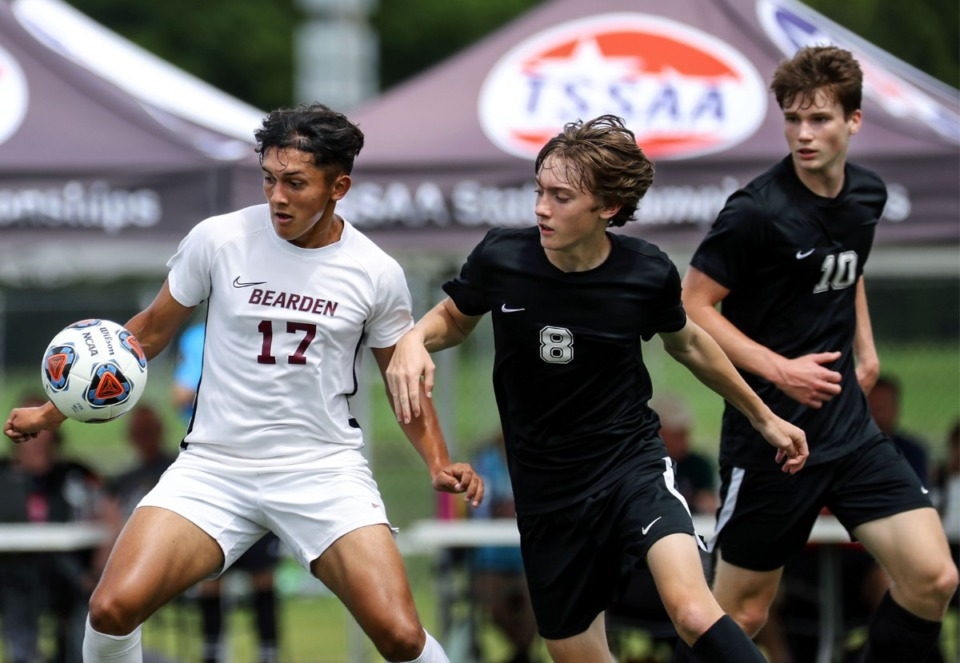 <strong>Bearden High School forward Oscar Reyes-Ayala (17) fights off two Houston High School defenders in the Class AAA championship game in Murfreesoro, Tennessee, on May 28, 2021.</strong> (Patrick Lantrip/Daily Memphian)