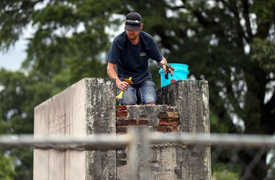 <strong>Constructions crews hired by the family of Nathan Bedford Forrest work to dismantle his grave in Health Sciences Park June 1, 2021.</strong> (Patrick Lantrip/Daily Memphian)