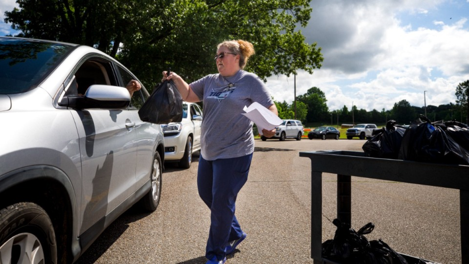 <strong>Arlington High cafeteria manager Tamara Harris delivers prepared lunches to student families at Arlington High School on June 3, 2021.</strong> (Ziggy Mack/Special to The Daily Memphian)