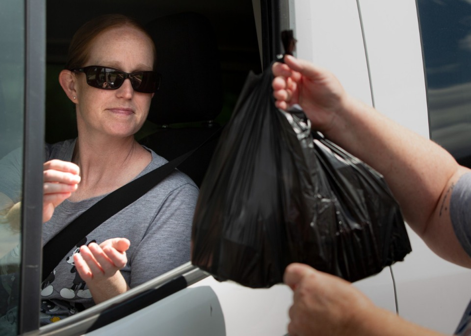 <strong>Arlington Community Schools parent Wendy Young receives prepared lunches at Arlington High School on June 3, 2021. </strong>(Ziggy Mack/Special to The Daily Memphian)