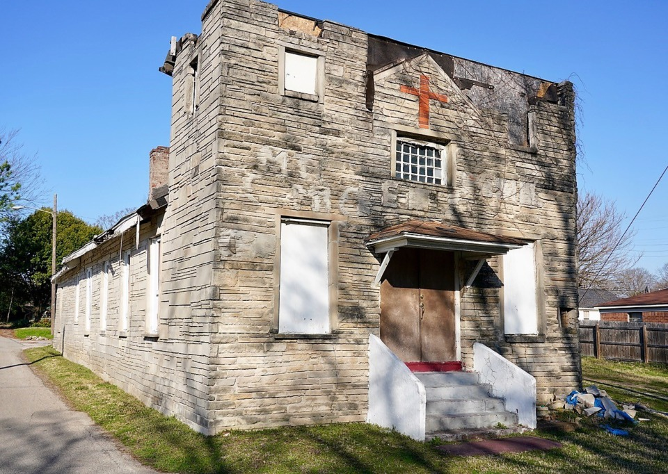 <strong>The front of the old, vacant church building at Tanglewood and Saulsbury Place is to be incorporated into the design of a new house. </strong>(Tom Bailey/Daily Memphian)