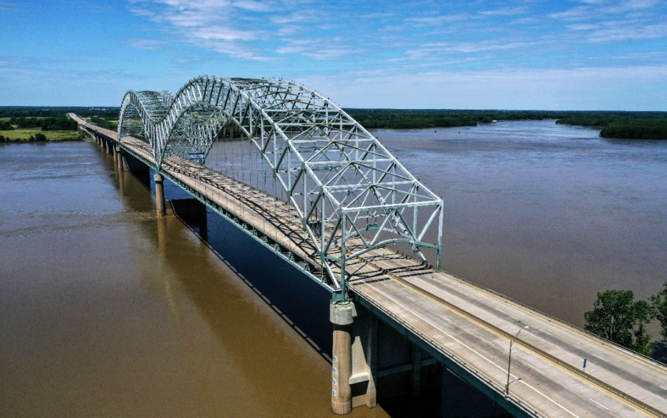 <strong>The I-40 bridge sits empty after TDOT and ArDOT crews found structural damage.</strong> (Patrick Lantrip/Daily Memphian)