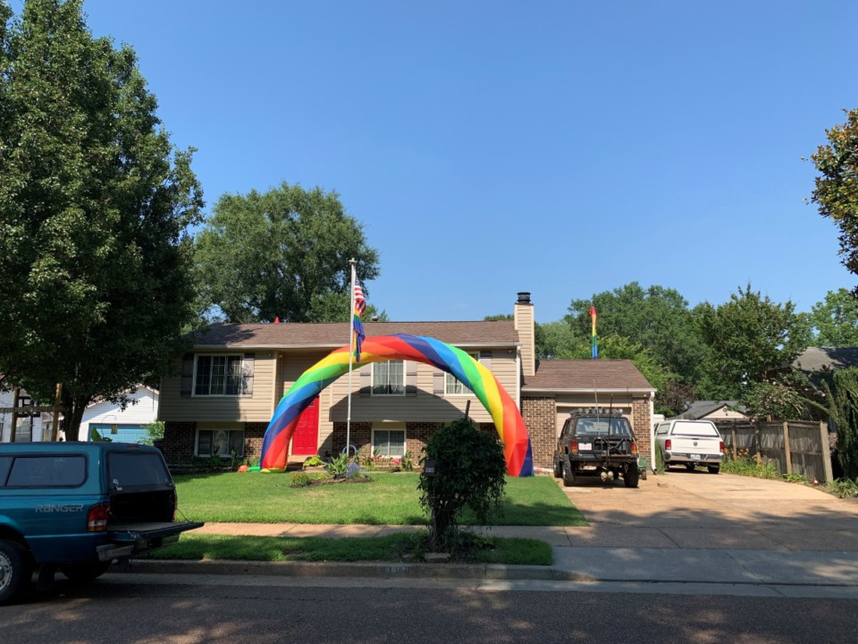 <strong>The City of Bartlett now says it won&rsquo;t take resident Nick Toombs to court over the&nbsp;inflatable rainbow in his front yard.</strong>&nbsp;(Omer Yusuf/Daily Memphian)