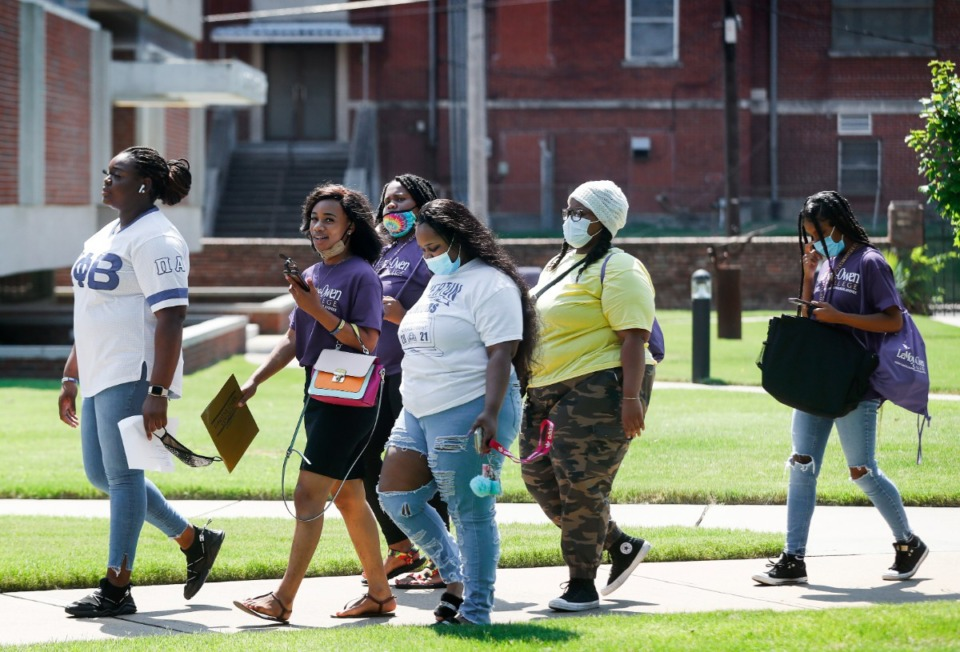 <strong>Prospective students take part in a guided campus tour of LeMoyne-Owen College during Spotlight Day.</strong> (Mark Weber/Daily Memphian)