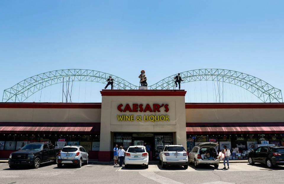<strong>Caesar&rsquo;s Wine &amp; Liquor has installed a 115-foot replica of the Hernando DeSoto Bridge atop the store in Arlington.</strong> (Mark Weber/Daily Memphian)