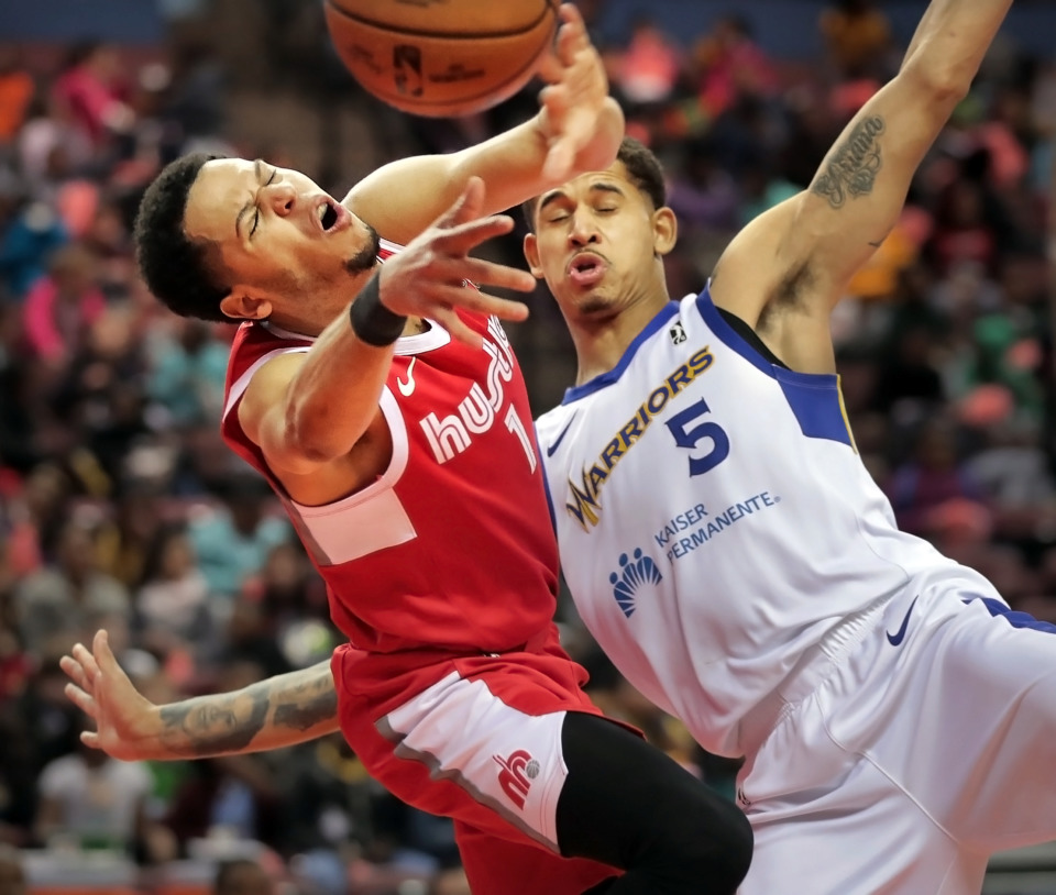 <strong>Memphis Hustle guard Tyler Harvey (1) collides with Santa Cruz Warriors forward Juan Toscano-Anderson during a game against the Warriors at the Landers Center in Southaven on Wednesday, Jan. 30.</strong> (Jim Weber/Daily Memphian)