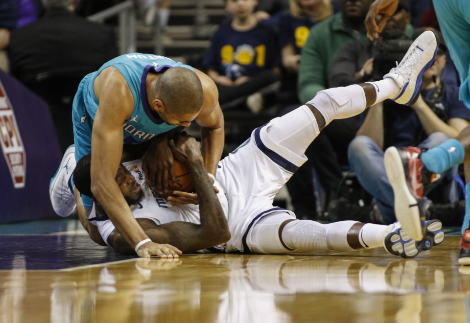 <span><strong>Charlotte Hornets forward Nicolas Batum (5), left, battles Memphis Grizzlies forward JaMychal Green for a loose ball in the first half of an NBA basketball game in Charlotte, N.C., Friday, Feb. 1, 2019.</strong> (AP Photo/Nell Redmond)</span>