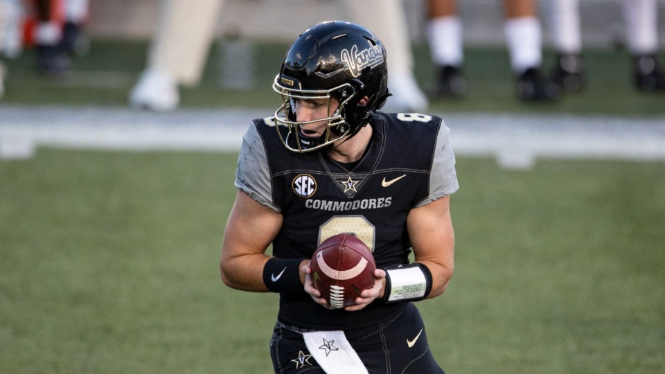 <strong>Vanderbilt quarterback Ken Seals (8) turns to hand the ball off during their game against Tennessee, Saturday, Dec. 12, 2020, in Nashville.</strong> (AP Photo/Wade Payne)