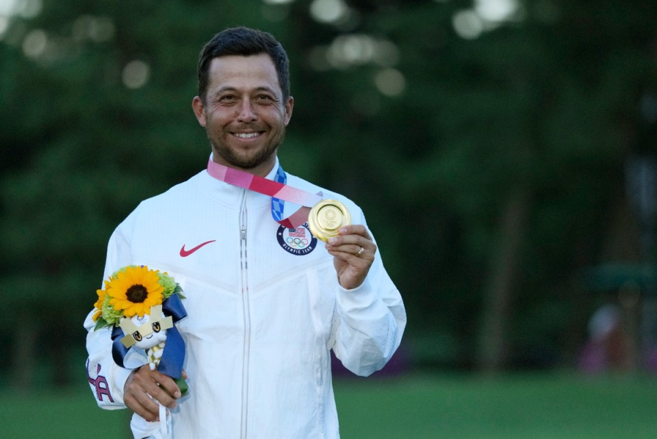 <strong>U.S. golfer Xander Schauffele shows the gold medal he won in men's golf at the 2020 Summer Olympics on Sunday, Aug. 1, in Kawagoe, Japan.&nbsp;The 27-year-old native of San Diego is competing in this week&rsquo;s WGC-FedEx St. Jude Invitational in Memphis.</strong> (Andy Wong/Associated Press)