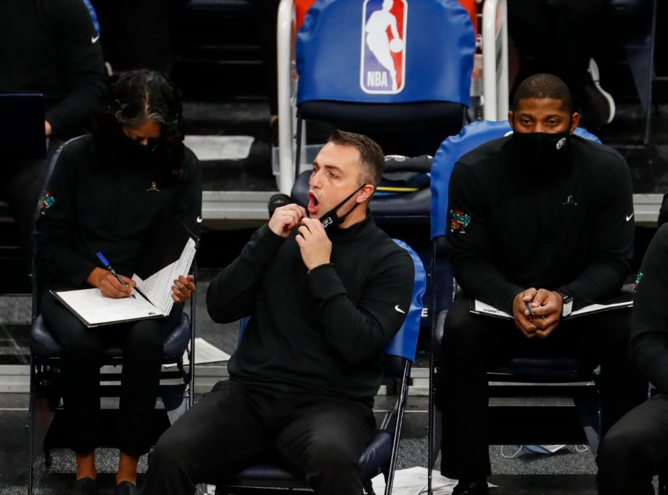 <strong>Memphis Grizzlies assistant coach Darko Rajakovic (middle) during action on Jan. 18, 2021.</strong> (Mark Weber/The Daily Memphian file)