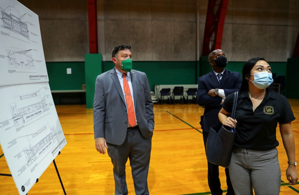 <strong>Memphis Parks director Nick Walker (left) talks with Lucy Gaffney and Cleo Griffin before a meeting at Gaston Community Center Aug. 5, 2021.</strong> (Patrick Lantrip/Daily Memphian)