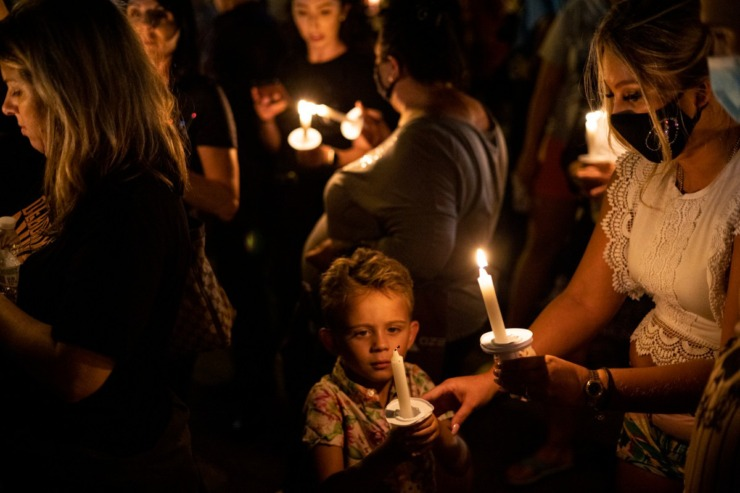 <strong>People light candles along Elvis Presley Boulevard during the Elvis Week 2021 Candlelight Vigil on Sunday, Aug. 15. The annual vigil marks the anniversary of the singer&rsquo;s death on Aug. 16, 1977.</strong> (Brad Vest/Special to The Daily Memphian)