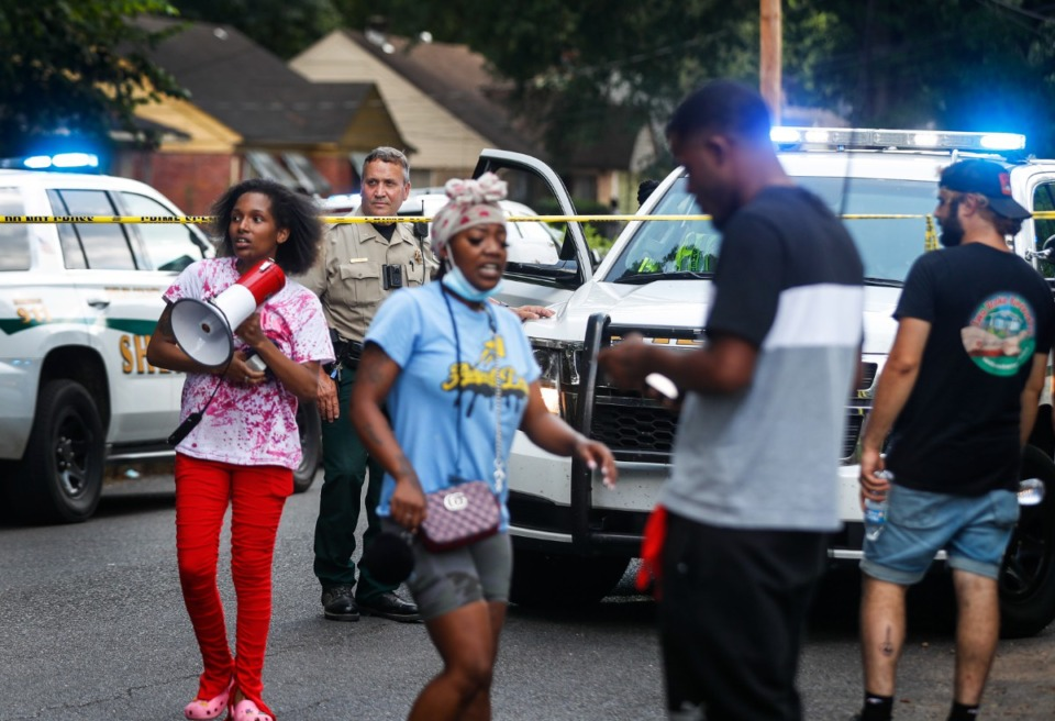 <strong>Bystanders and local activists stand near the scene of an officer-involved shooting of Robin Park Circle.</strong> (Mark Weber/The Daily Memphian)