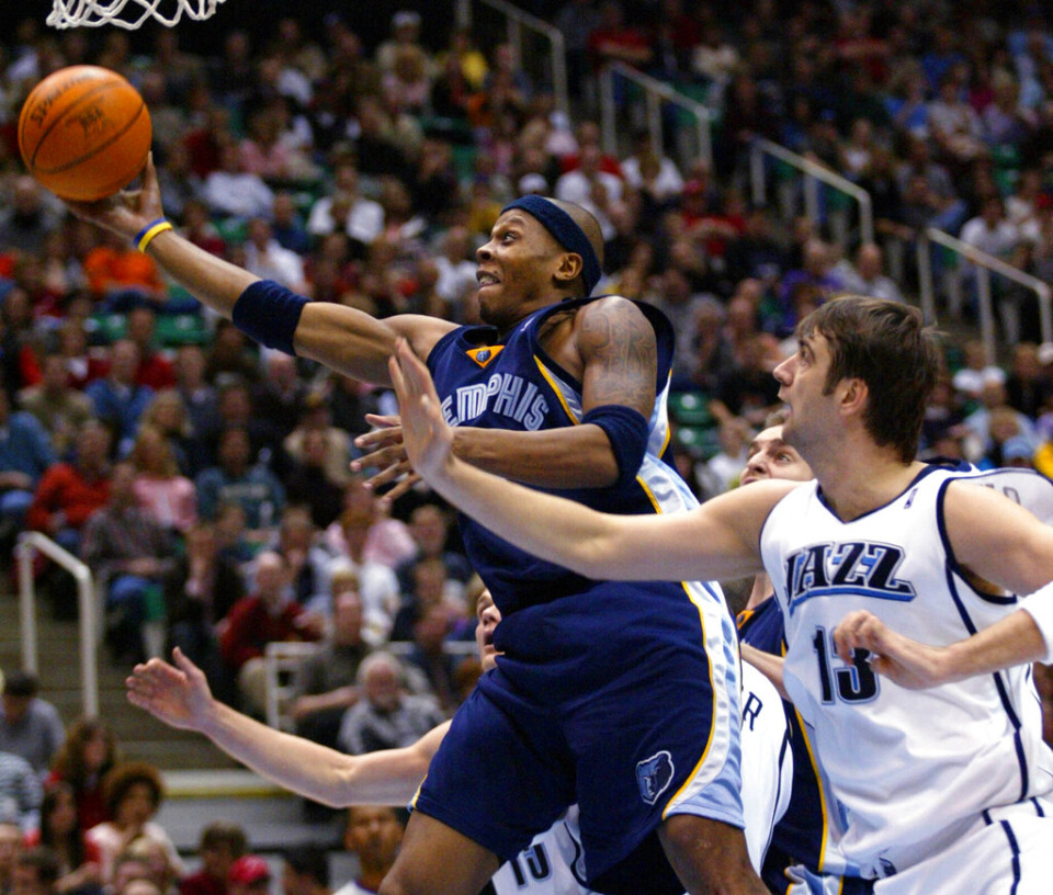<strong>Then-Memphis Grizzlies guard Bonzi Wells, left, gets past Utah Jazz forward Mehmet Okur, right, to make a basket in 2004. Wells is nearing a deal to be named the next coach at LeMoyne-Owen College.</strong> (AP Photo/Steve C. Wilson)