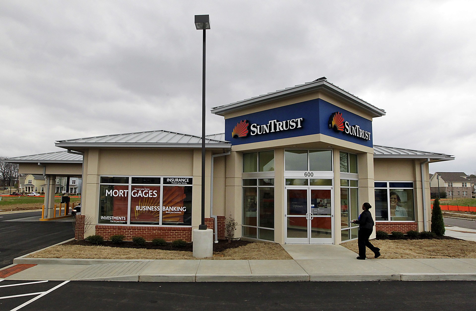 <strong>SunTrust Banks and BB&T Corp. announced Thursday that BB&T will purchase SunTrust for $28 billion in an all-stock deal, creating the sixth-largest U.S. bank based on assets and deposits.</strong> (Daily Memphian file)
