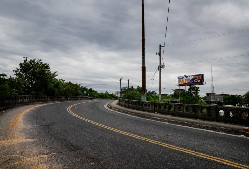 <strong>Plans for a redesign of the Poplar Avenue viaduct had threatened to close the intersection of Scott Street at Poplar Avenue.</strong> (Mark Weber/The Daily Memphian file)