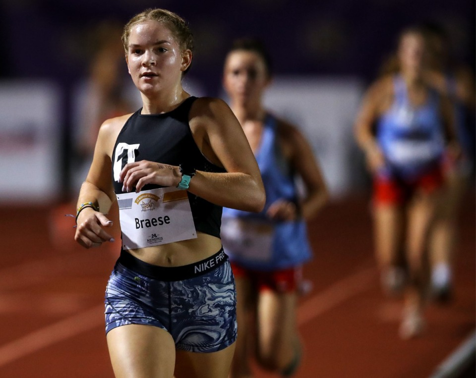 <strong>Ann-Marie Braese leads the pack in the Toad Lyfe High School Girls Invitational 3200 meter race at Christian Brothers High School Aug. 14, 2021. (</strong>Patrick Lantrip/Daily Memphian)