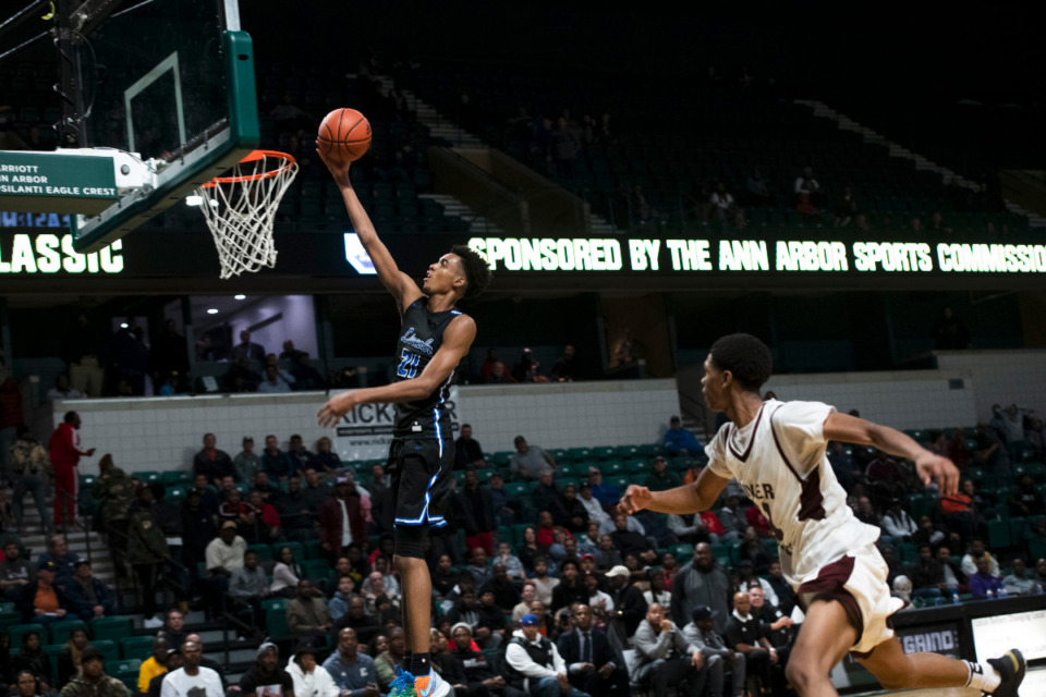 <strong>Memphis coach Penny Hardaway has once again landed one of his top targets with the commitment of Emoni Bates.</strong> (Nicole Hester/Ann Arbor News via AP, File)
