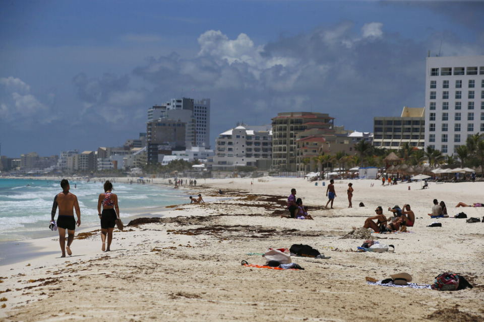 <strong>Tourists enjoy the beach in Cancun, Mexico, Wednesday, Aug. 18, 2021.</strong> (AP Photo/Marco Ugarte)