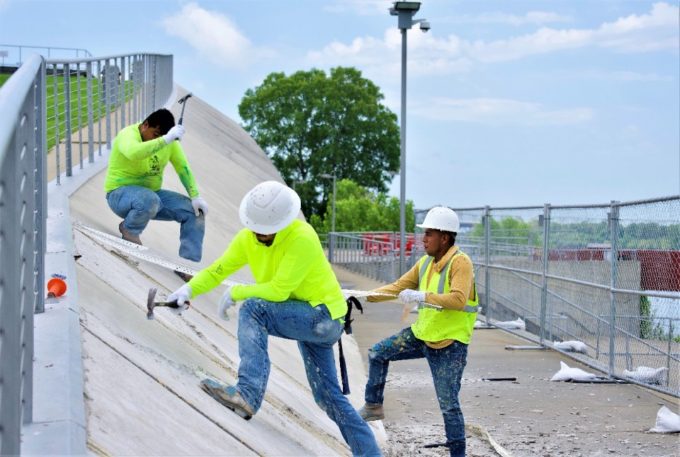 <strong>Construction workers remove the thin facade of Beale Street Landing on Wednesday, Sept. 1.</strong> (Tom Bailey/Daily Memphian)&nbsp;