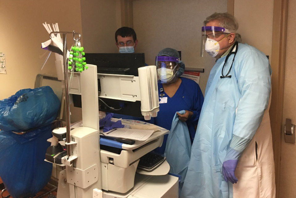 <strong>Dr. Stephen Threlkeld, co-director of Baptist Memorial Hospital-Memphis&rsquo; infectious disease program, consults with nurses on the hospital&rsquo;s COVID stepdown unit.</strong> (Chris Herrington/Daily Memphian file)