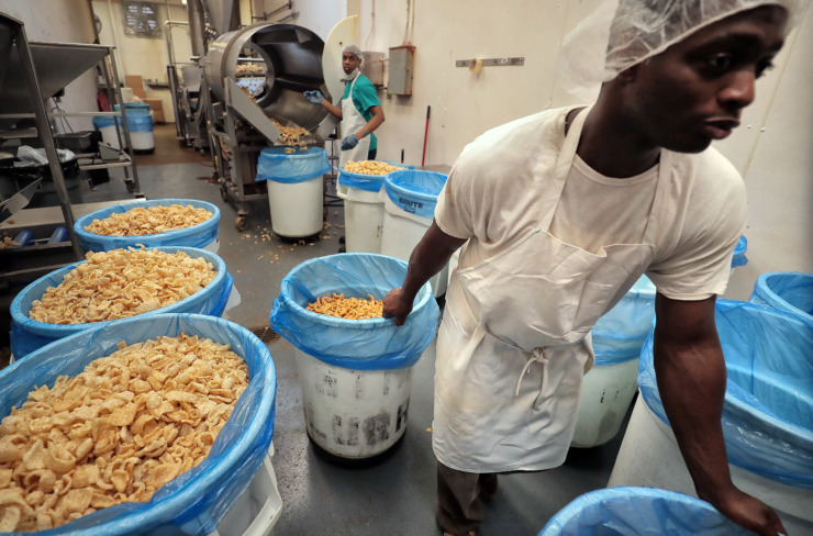 <strong>Darron Hunter (right) and Quinton Taylor make pork rinds at the Brimhall Foods Company production facility in Bartlett where Brim's Snack Foods are made.</strong> (Jim Weber/Daily Memphian)