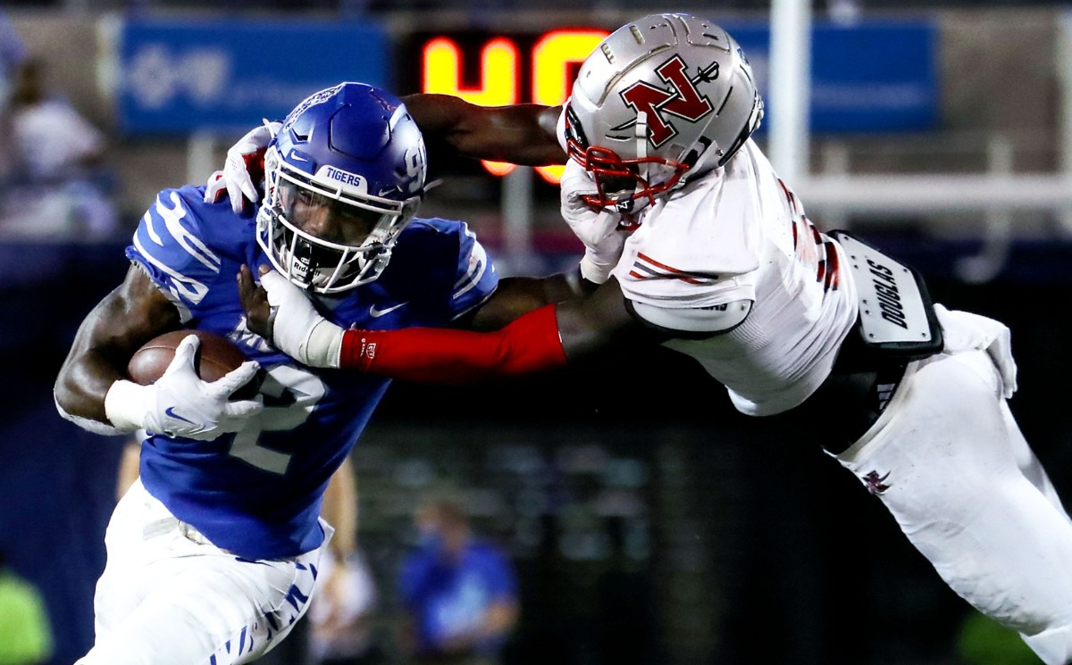 <strong>University of Memphis dunning back Rodrigues Clark (2) breaks a tackle Saturday at Liberty Bowl Memorial Stadium.</strong> (Patrick Lantrip/Daily Memphian)