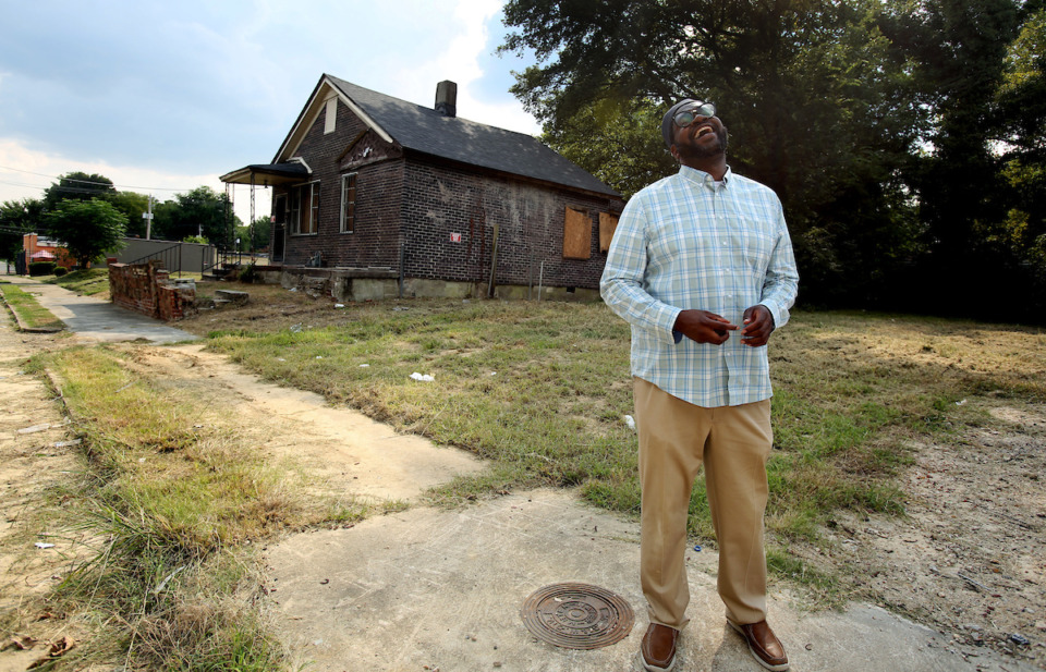 <strong>Malik Shaw, co-founder and executive director of Midtown Mosque, is working to make life better for the residents of the Klondike neighborhood in North Memphis. He regularly walks the neighborhood to get to know residents.</strong> (Karen Pulfer Focht/Special to the Daily Memphian)