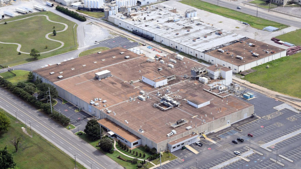 <strong>A Washington-based HVAC manufacturer, RedDot Corp., seeks a tax incentive to move one of its production facilities to Presidents Island. GlaxoSmithKline formerly operated at the manufacturing site at 2149 Harbor Ave. </strong>(Crexi.com)