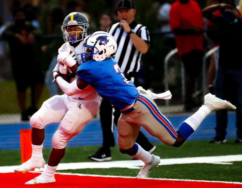 <strong>Lausanne running back Craig Cunningham (8) rushes for a touchdown on Sept. 10, 2021, at Bartlett High School.</strong> (Patrick Lantrip/Daily Memphian)