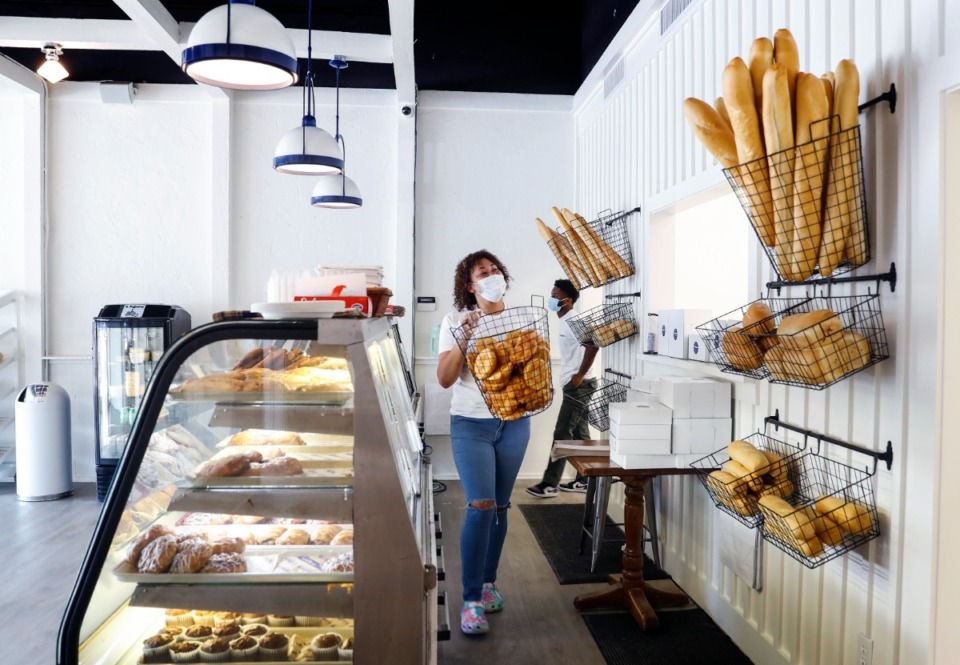 <strong>La Baguette&rsquo;s Tiffany Kellum refills a bread basket at the newly refinished front counter.</strong> (Mark Weber/The Daily Memphian)