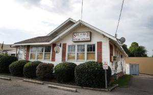 <strong>A group of notable Bartlett residents came together to save The Side Porch, seen on on Tuesday, Sept. 14, 2021. The popular steak house is known for its affordable steak and croutons.</strong> (Mark Weber/The Daily Memphian)
