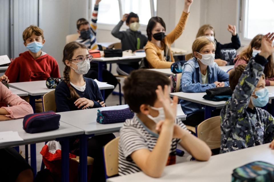 <strong>Most suburban schools are seeing a decline in coronavirus cases after a judge&rsquo;s&nbsp;ruling that knocked down Gov. Bill Lee&rsquo;s decision that students did not have to adhere to county mask mandates.</strong> (AP file)