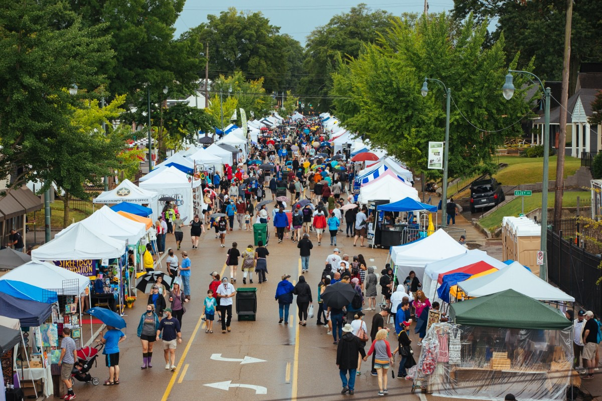 <strong>A crowd enters northern entrance of the Cooper-Young Festival in Midtown on Saturday, Sept. 18.</strong> (Ziggy Mack/Special to The Daily Memphian)