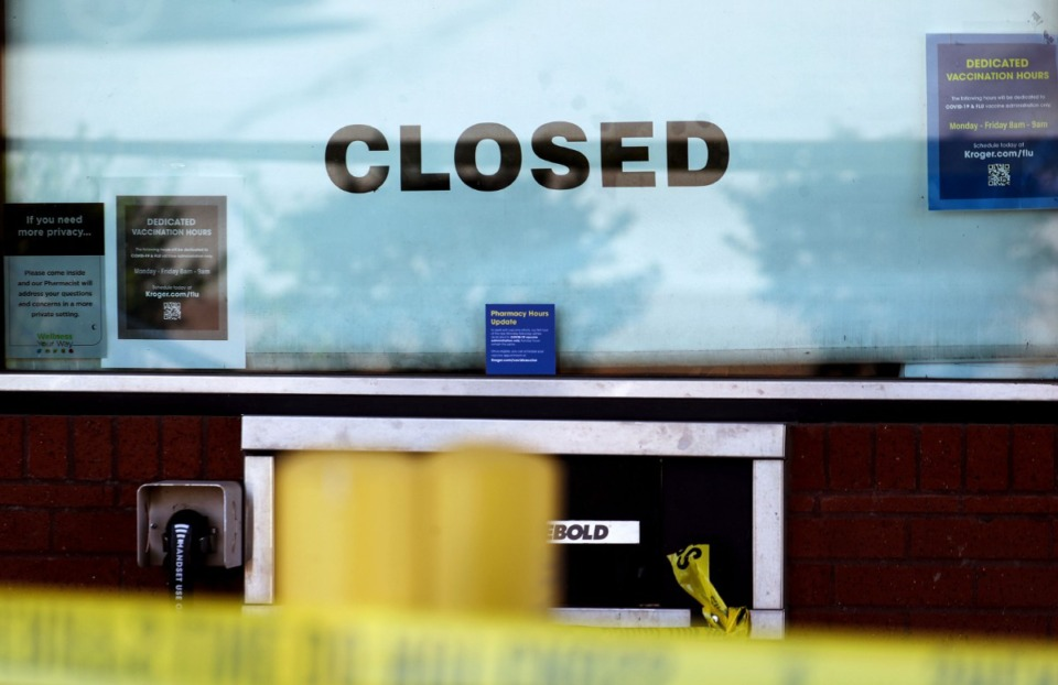 <strong>A closed sign sits in the window of pharmacy drive-thru at the Kroger on New Byhalia Road in Collierville.</strong> (Patrick Lantrip/Daily Memphian)