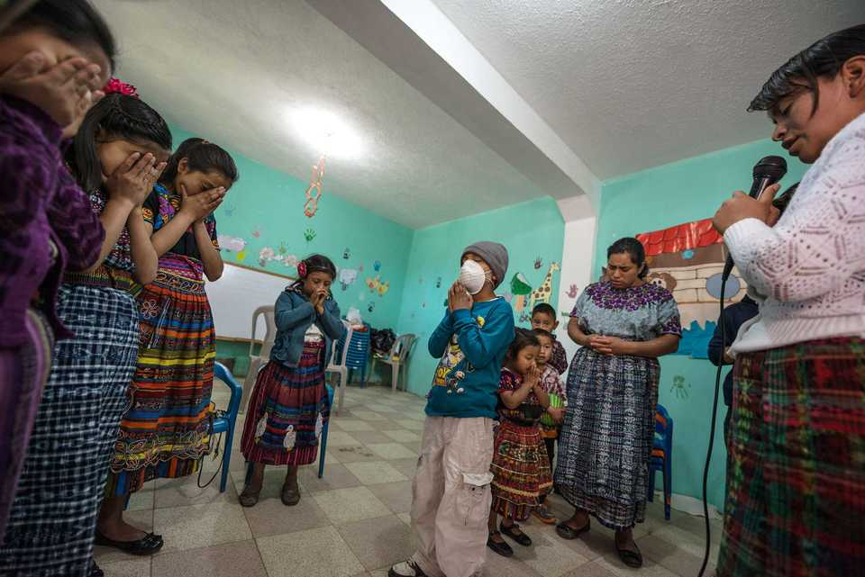 <strong>A patient and his family pray at</strong>&nbsp;<strong>Unidad Nacional de Oncologia Pediatrica in Guatemala.&nbsp;</strong>(Photo courtesy of Scott A. Woodward)