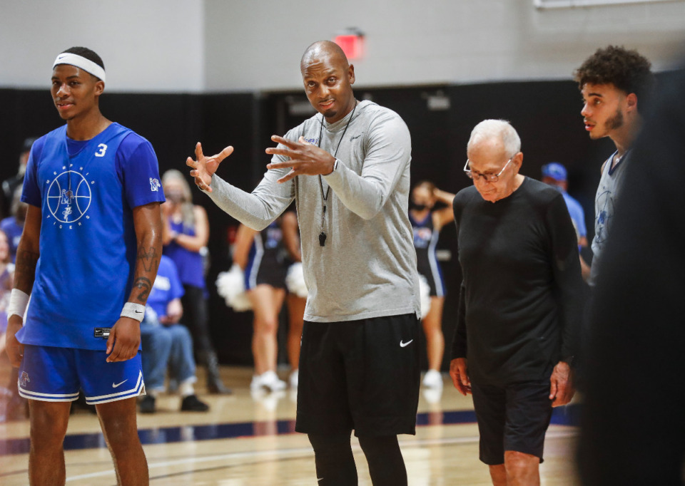 <strong>Tigers head coach Penny Hardaway (middle) exlains a play during the first day of practice on Tuesday, Sept. 28, 2021.</strong> (Mark Weber/The Daily Memphian)