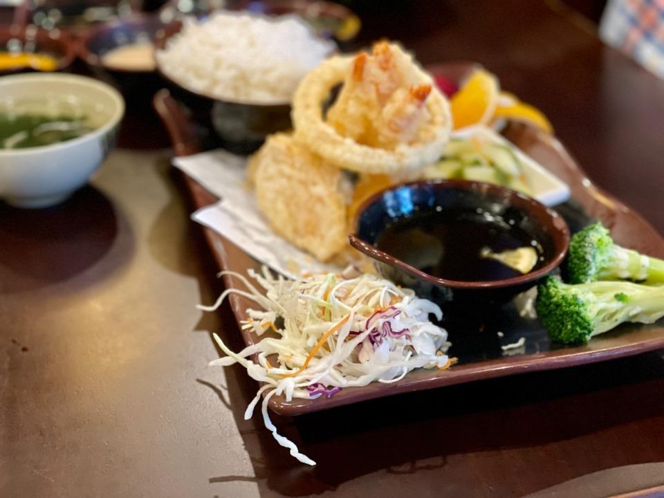 <strong>Shrimp tempura lunch special at Sakura.</strong> (Jennifer Biggs/The Daily Memphian)