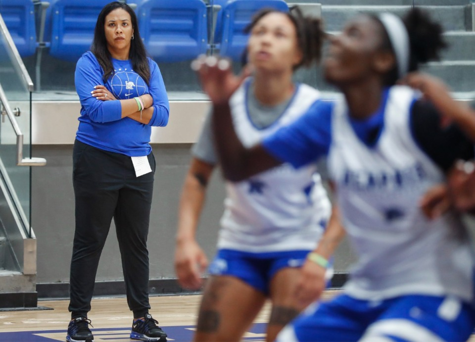 <strong>University of Memphis Lady Tigers head coach Katrina Merriweather (left) watches during practice on Friday, Oct. 1, 2021.</strong> (Mark Weber/The Daily Memphian)