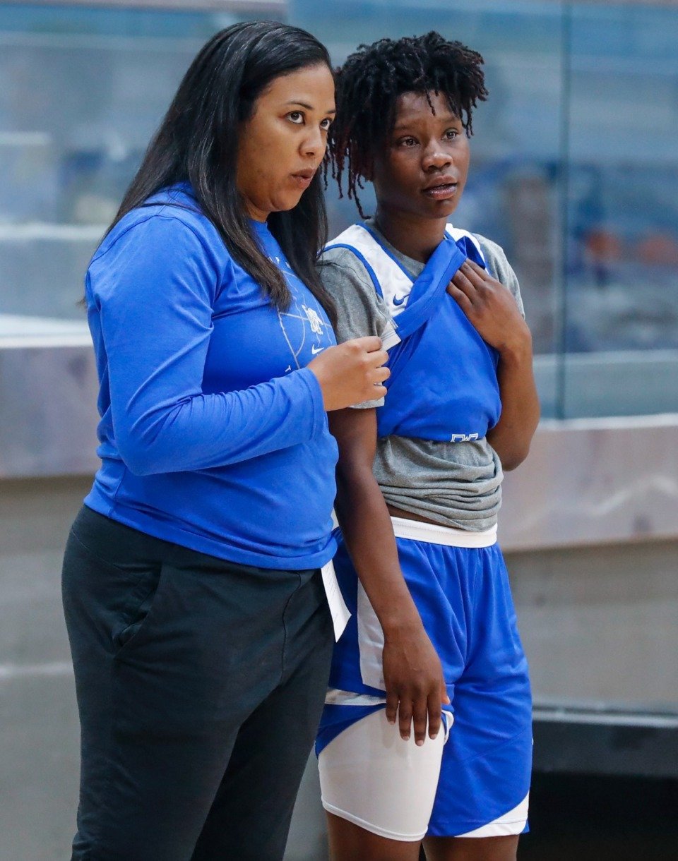<strong>University of Memphis Lady Tigers head coach Katrina Merriweather (left) talks with Emani Jefferson (right) during practice on Friday, Oct. 1, 2021.</strong> (Mark Weber/The Daily Memphian)