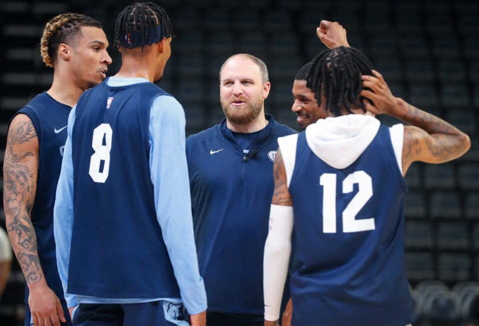 <strong>Memphis Grizzlies head coach Taylor Jenkins (middle) talks to his team during open practice on Sunday, Oct. 3, 2021.</strong> (Mark Weber/The Daily Memphian)