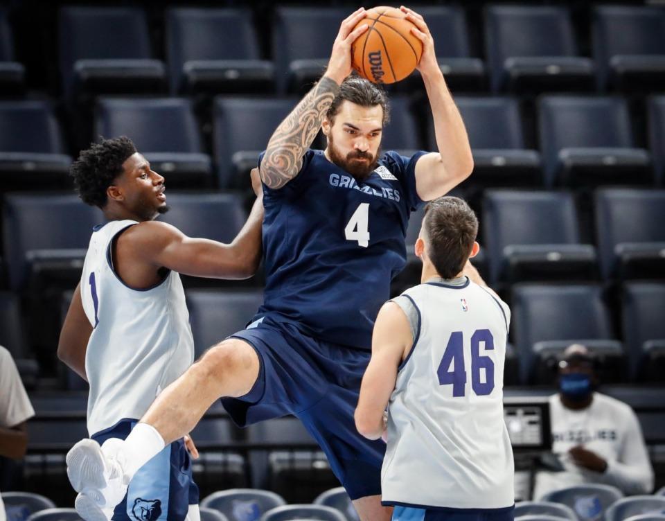 <strong>Memphis Grizzlies center Steven Adams (middle) grabs a rebound during open practice on Sunday, Oct. 3, 2021.</strong> (Mark Weber/The Daily Memphian)