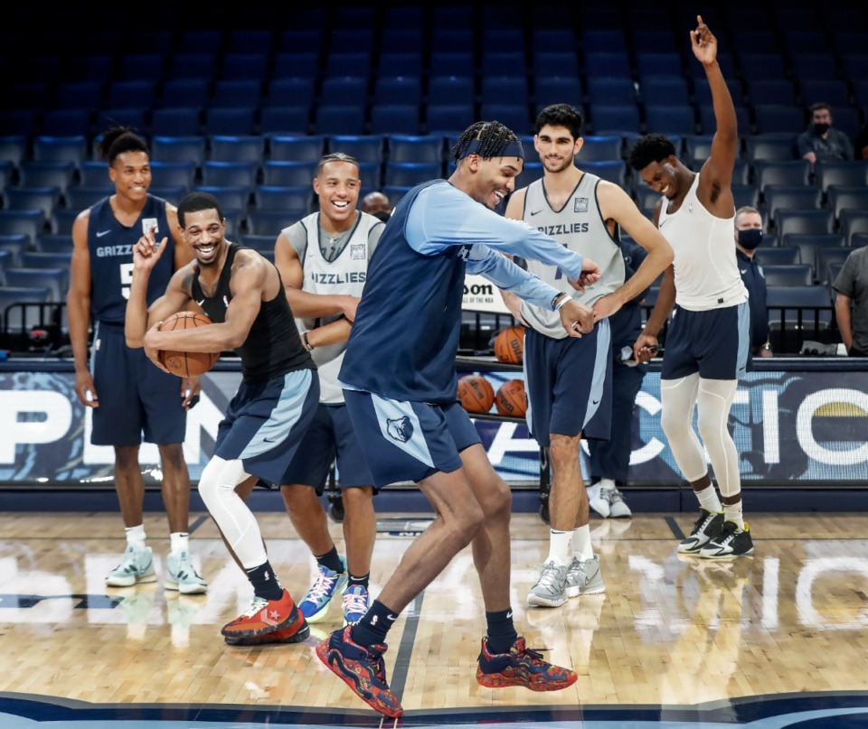 <strong>Memphis Grizzlies rookie Ziaire Williams (middle) dances for his teammates during open practice on Sunday, Oct. 3, 2021.</strong> (Mark Weber/The Daily Memphian)