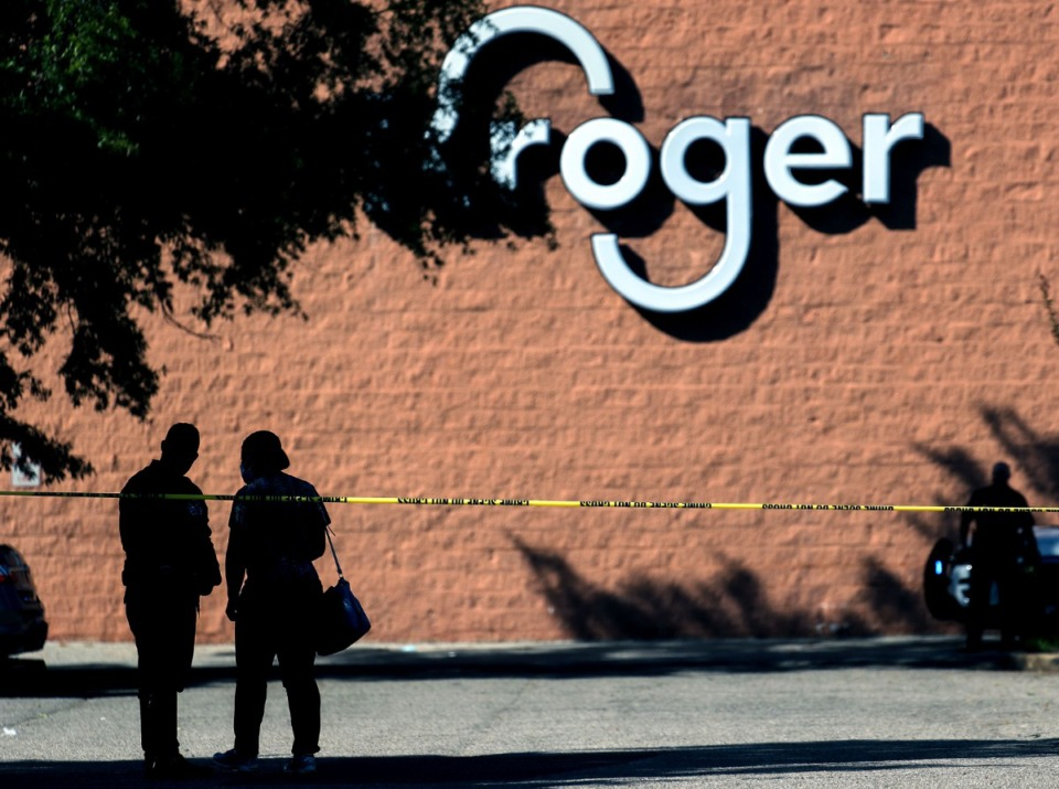 <strong>Police guard the crime scene outside of a mass shooting at a Kroger in Collierville, Tennessee Sept. 23, 2021.</strong> (Patrick Lantrip/Daily Memphian)